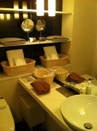Cross Hotel Osaka : 綺麗なバスルーム