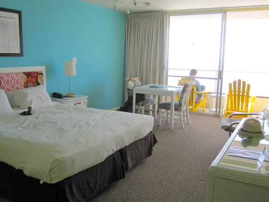 Pacific Edge Hotel on Laguna Beach: light, airy room