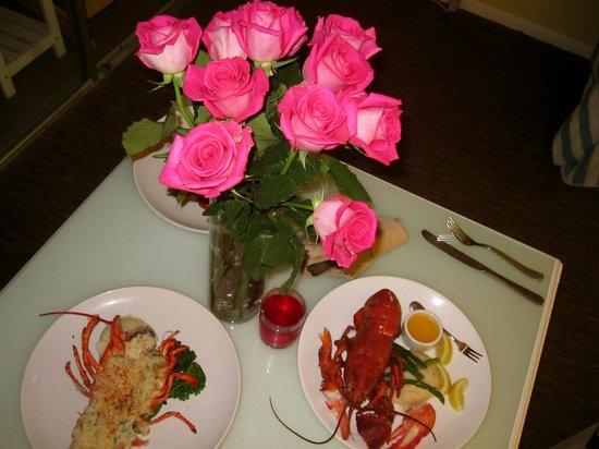 Pacific Edge Hotel on Laguna Beach : room service lobster dinner