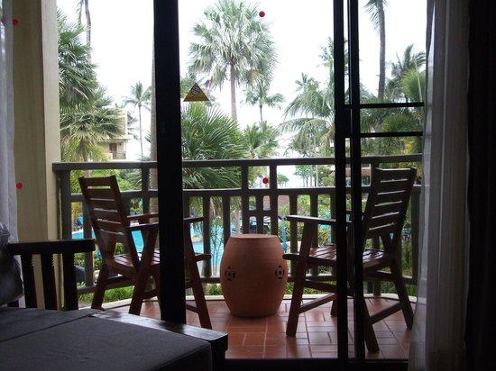 Phuket Marriott Resort & Spa, Merlin Beach: The room balcony over pool