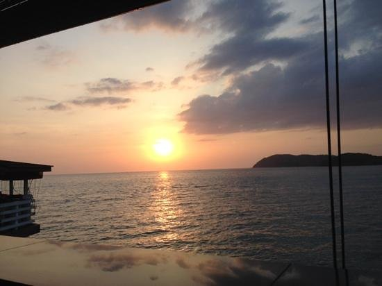 The Cliff Restaurant & Bar : view from the cliff .... sunset