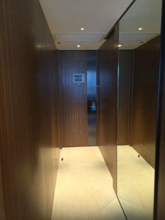 Hotel ICON: Room entrance corridor