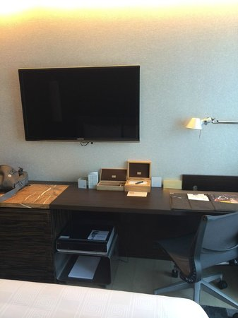 Hotel ICON: Study table and Smart TV