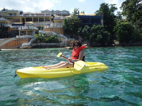 Moxons Beach Club: Kayaking