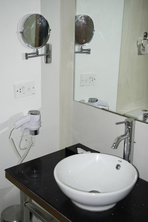Ramada Jaipur: Bathroom