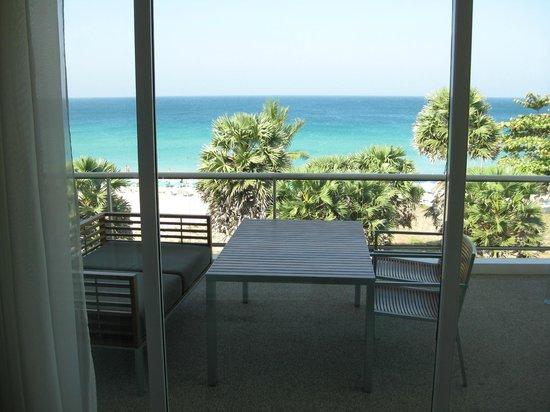 Movenpick Resort & Spa Karon Beach Phuket: Balcony Room 720 The Residences