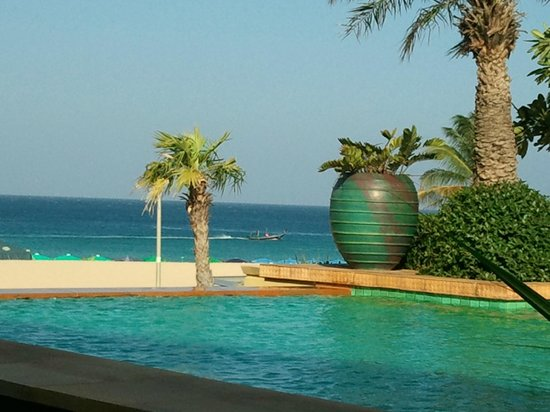 Movenpick Resort & Spa Karon Beach Phuket: Infinity Pool for exclusive use by guests of the Residences