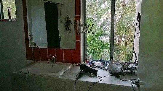 Flashpackers Noosa: bathroom