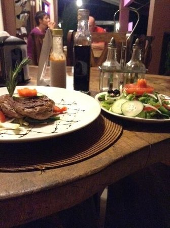 Manglar Lodge: Steak,with the best salad in Panama