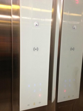 Goldberry Suites & Hotel: Hotel elevator
