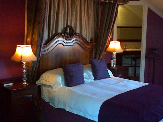 Roseland House: an upstairs double room - a favourite with honeymoon couples