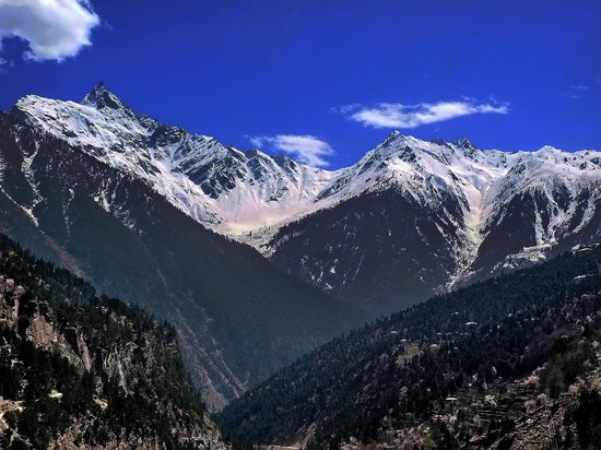 Kinnaur District, India: Kinner Kailash view from Reckong Peo