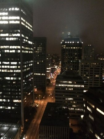 Vancouver Marriott Pinnacle Downtown Hotel: night view