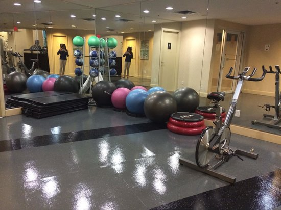 Vancouver Marriott Pinnacle Downtown Hotel: enough equipment to break a sweat haha