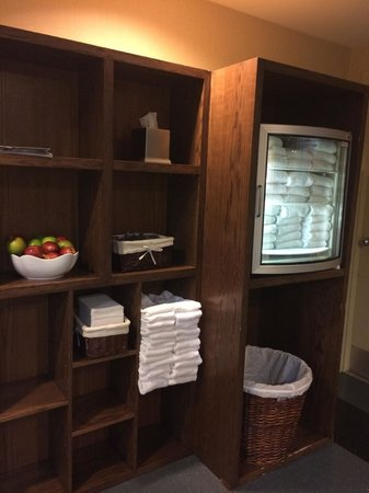 Vancouver Marriott Pinnacle Downtown Hotel: towels are chilled