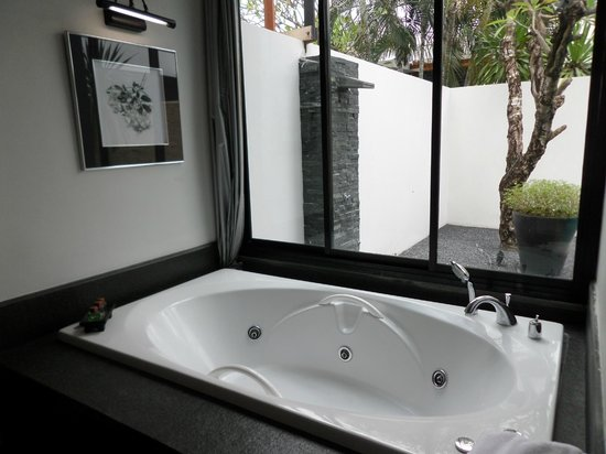 Malisa Villa Suites: Clean Bath
