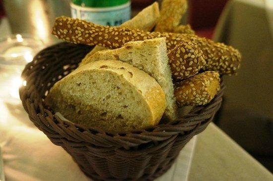 Tiramisu Trattoria : コペルトのパン