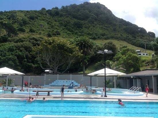 Mount Maunganui Hot Salt Water Pools : Mount in the background