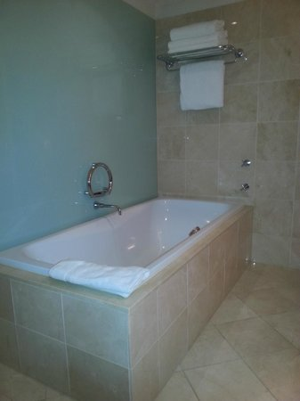 InterContinental Melbourne The Rialto: A nice deep bath tub