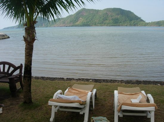 The Aiyapura Koh Chang: Loungers with mattresses