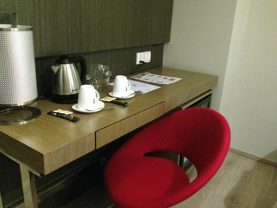 Hotel XYZ : Coffee and tea amenities