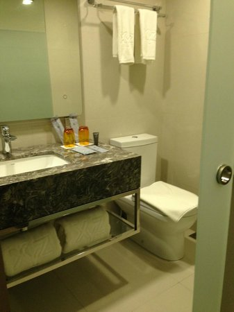 Hotel XYZ : Clean, modern bathroom