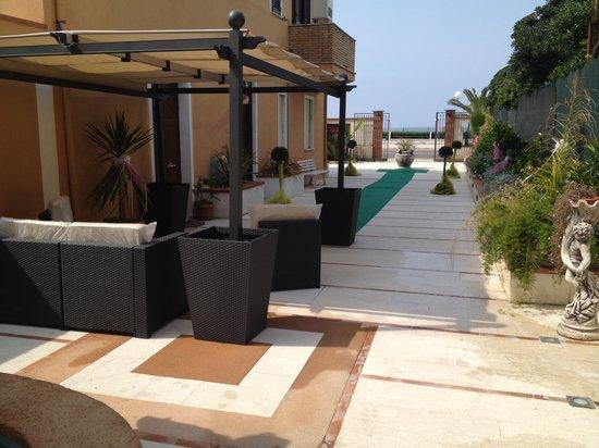 Hotel La Rosetta: ingresso lato mare albergo ristorante pizzeria la rosetta scauri di minturno