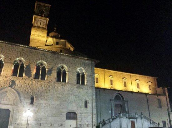 Residenza Antica Canonica: La parte dietro alla residenza
