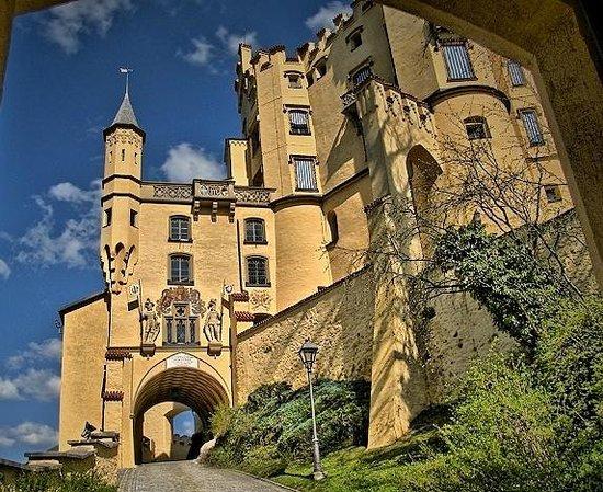 Schloss Hohenschwangau: Выход из замка к озерам