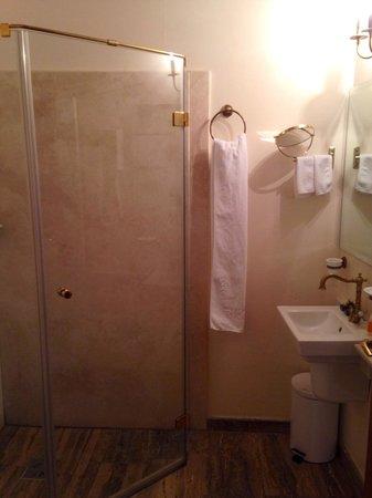 Am Ring Hotel: Bathroom