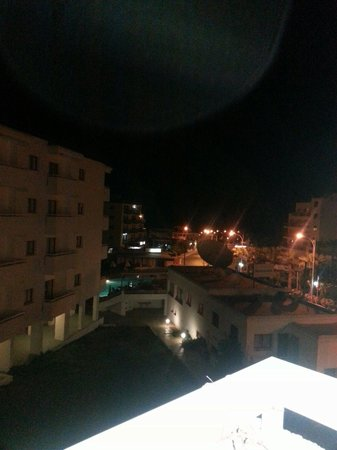 Tropical Dreams Hotel Apartments: View from balcony at night
