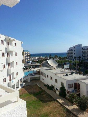 Tropical Dreams Hotel Apartments: Beautiful cyprus