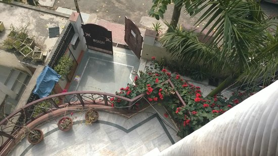 N.Homestay : Balcony view over the gate