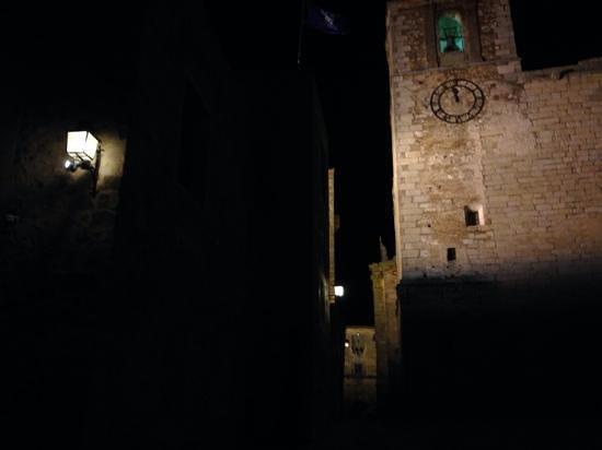 Atrio Restaurante Hotel Relais & Chateaux: Atrio, Cáceres. Room with a view... and a clock.