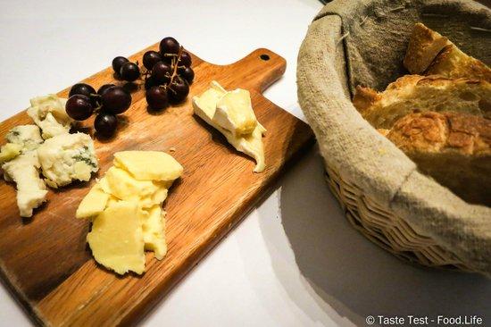 Bistro des Artistes: Cheese Platter