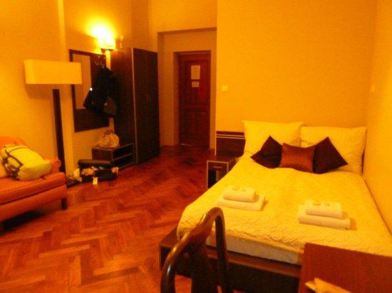 Siesta Aparthotel: large room