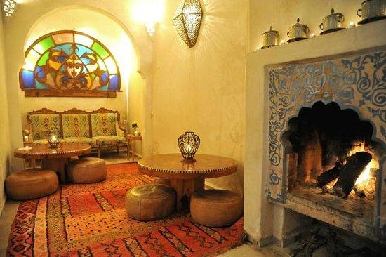 Riad Malaika: salon et cheminée
