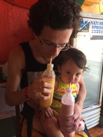 Jonah's Fruit Shake & Snack Bar : Family Sipping
