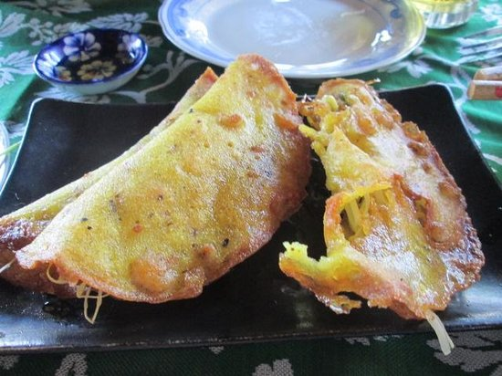 The End of The World: Banh xeo - crispiest we've had so far in Hoi An