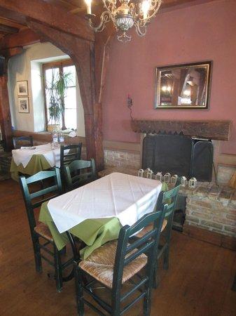 Old Navy Restaurant : Interior