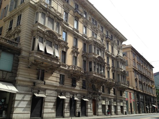 Albergo Astro: вход в отель