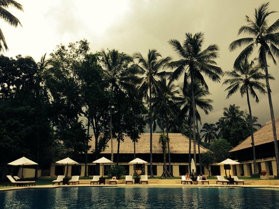 Alila Manggis : pool and grounds view