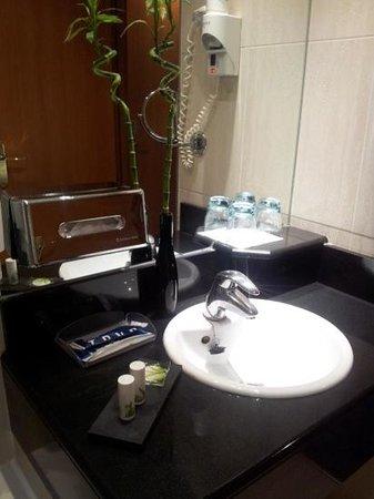 TRYP Paris Opera Hotel: Baño habit. superior