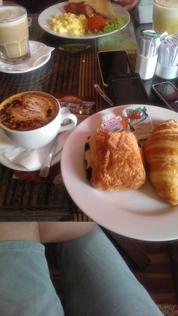 Buzz Cafe: breakfast