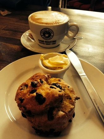 The Coffee House: Freshly made scone and perfect cappuccino!