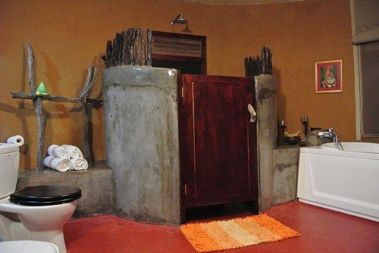 Mbalageti Safari Camp Ltd : Bathroom