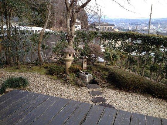 Ryokan Tachibana : Private garden next to balcony