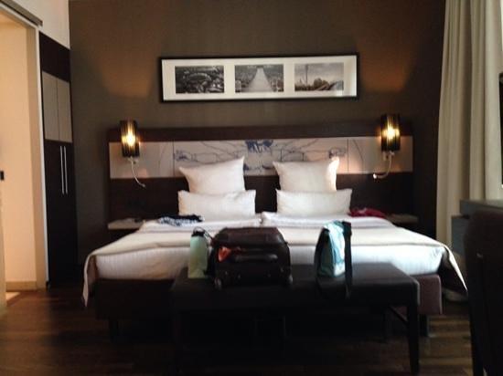 Leonardo Royal Hotel Munich: Unser Zimmer: Deluxe double