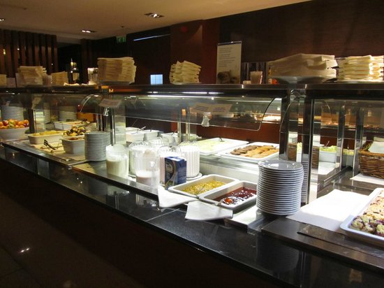 Tallink City Hotel: Breakfast buffet was not crowded on 18th Feb at 8am
