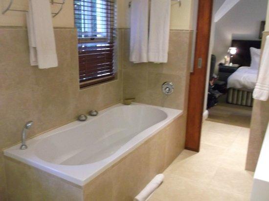 Plumwood Inn: luxury bath